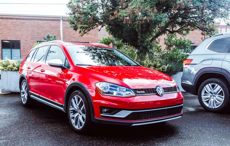 VW Golf Alltrack - Heels & Wheels