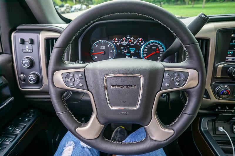 Steering wheel in GMC Sierra Denali