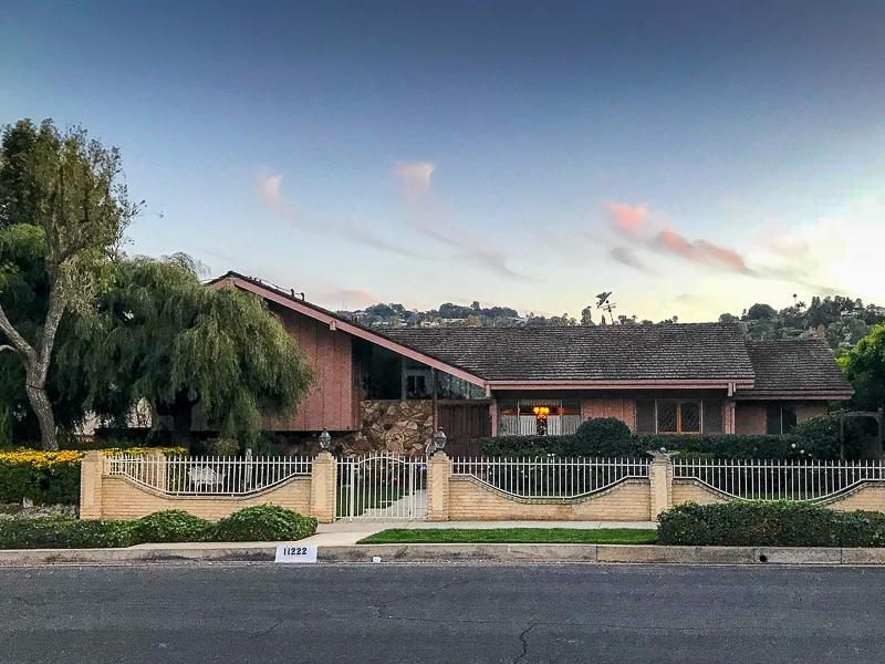 Kia Stinger - Brady Bunch house