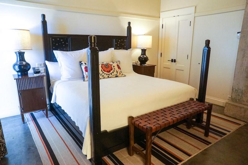 King-bed-Hotel-Emma