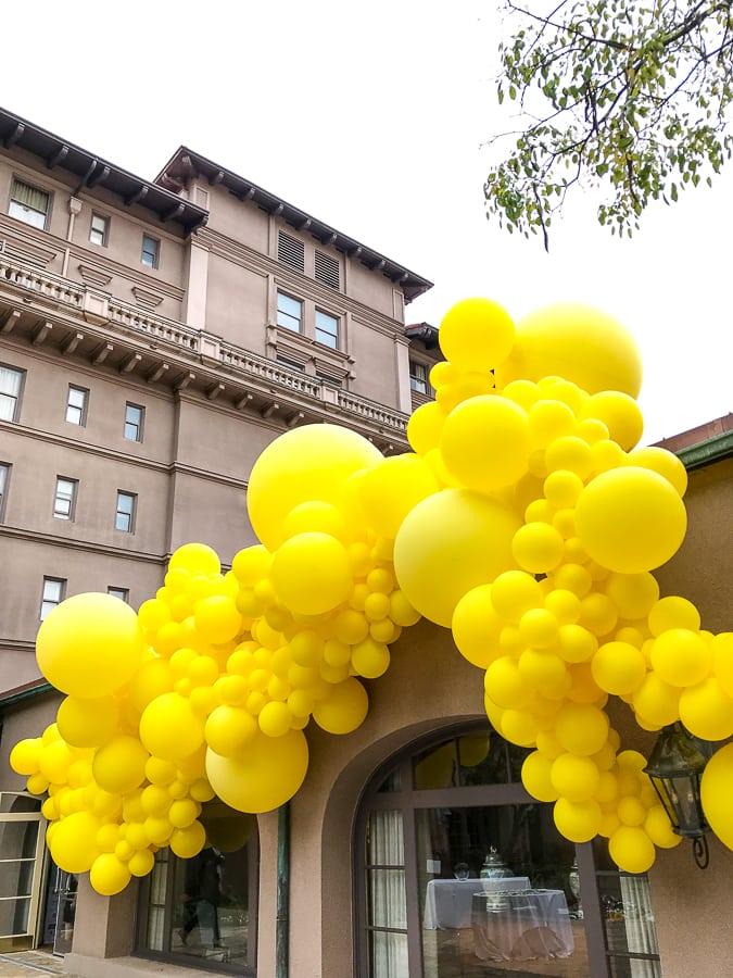 Yellow balloons at Mom 2 Summit