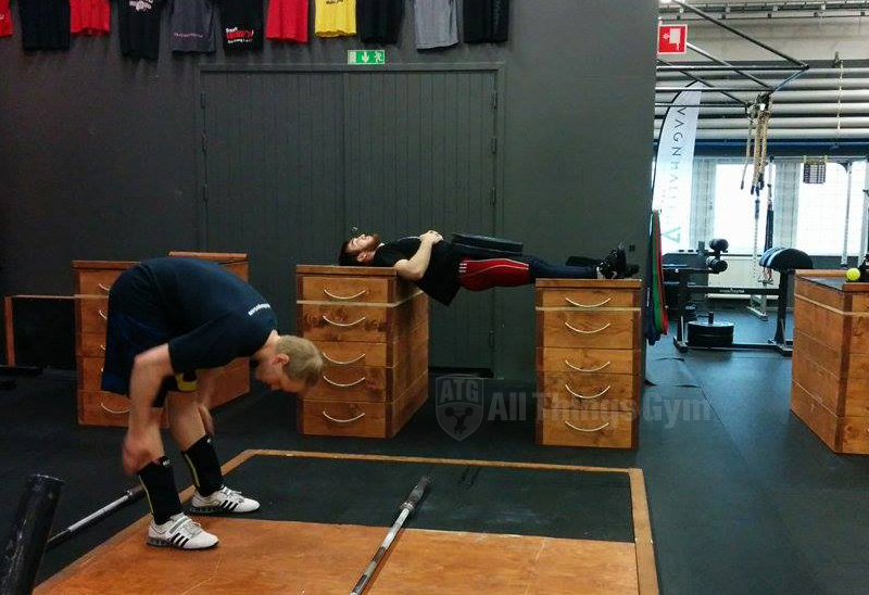 apti-aukhadov-weighted-reverse-plank-on-jerk-boxes-atg