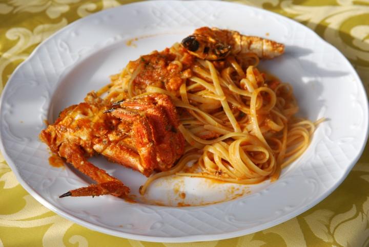 SPAGHETTI WITH CRAYFISH OR CRAB (Spaghetti con Aragosta o Granco)
