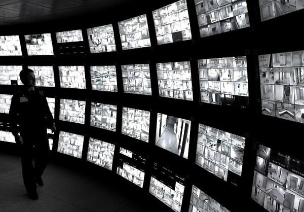 Еще один из способов АНБ Шпионит за вами, что он может контролировать сетевую активность в режиме реального времени