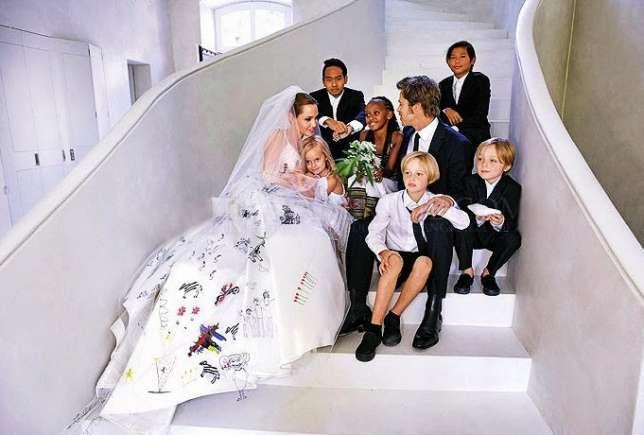 brad-pitt-angelina-jolie-wedding-photo