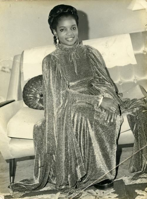 Lady-from-the-1960s