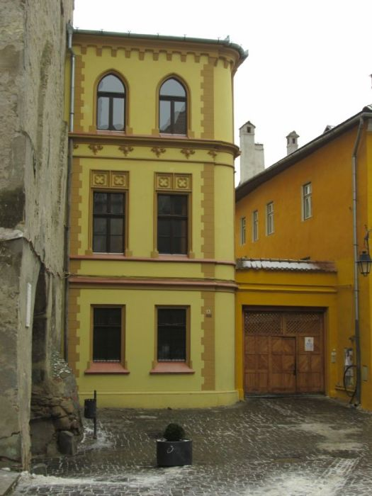 Medieval Sighisoara in winter - Imagine 164 houses and thirteen public buildings up on a hill, within the protective walls of a fortress. Tall or short, stone or wood, depending on the wealth of their owners, the houses have one floor, some two. But not more.