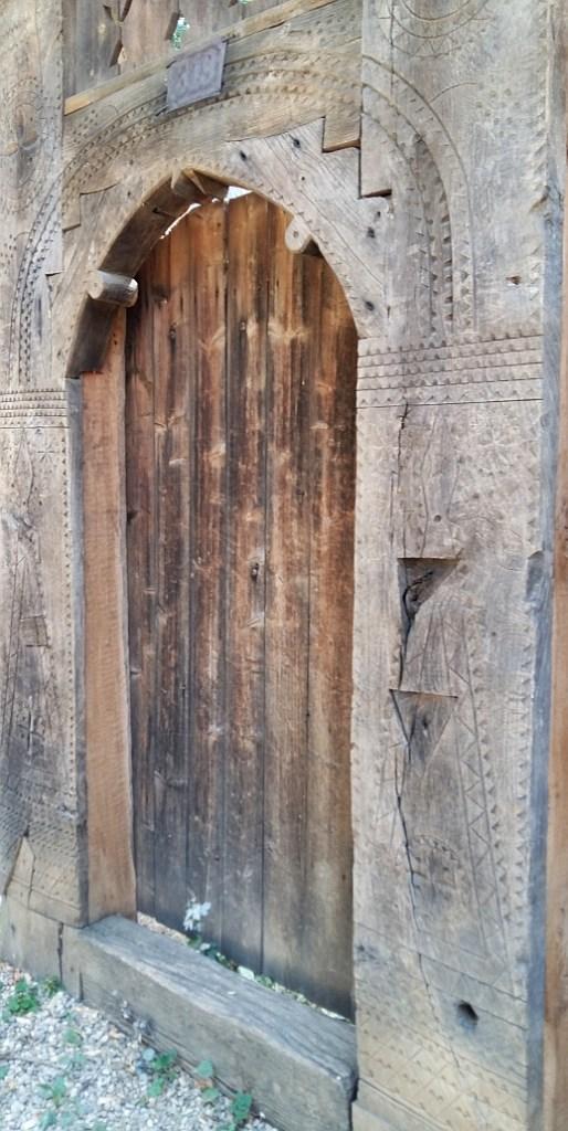 Wooden Doors and Symbols, Village Museum Bucharest, franghia, triunghiuri, ochiul, soarele, rozeta, steaua, crucea