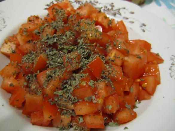 помидор и базилик