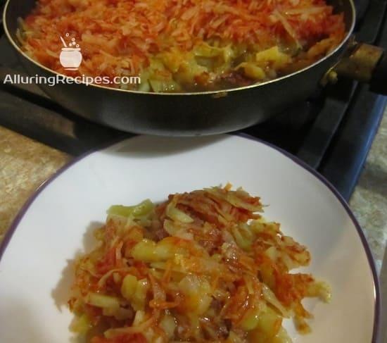 Блюдо из картошки с мясом, капустой и морковью