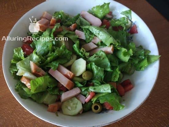 Зеленый салат с ветчиной