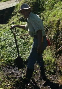 Man working in ditch CostaDisc2-129 - Edited