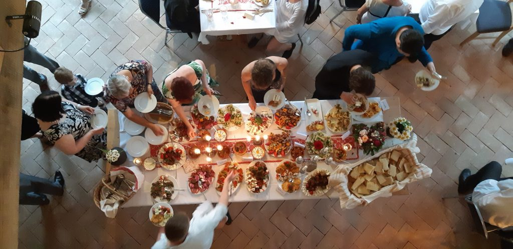 Yummy food buffet from above in the Alma-Via Restaurant Barn