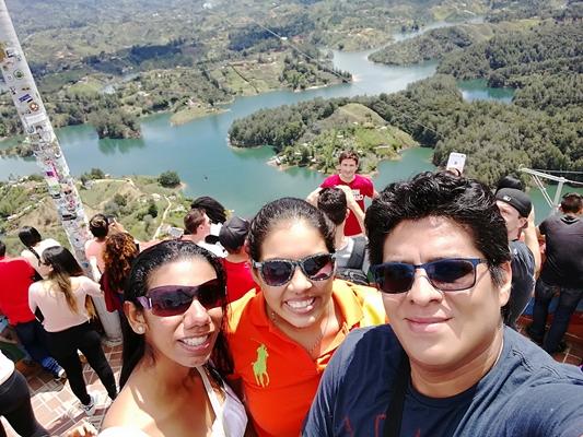 Majestuosa vista desde lo alto del Peñon de Guatapé