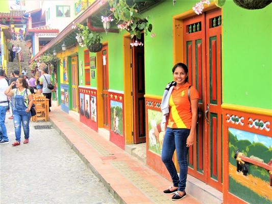 Mosaicos, colores y belleza-poblado de Guatapé