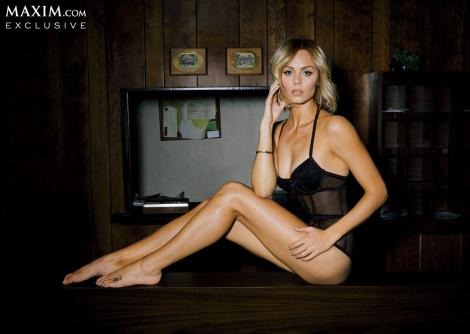Laura-Vandervoort-Lingerie-Maxim-USA-March-2014_012