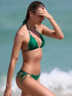 Candice-Swanepoel-Green-Bikini-in-Miami-13