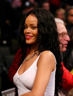 Rihanna-see-through-NBA-NewYork_003