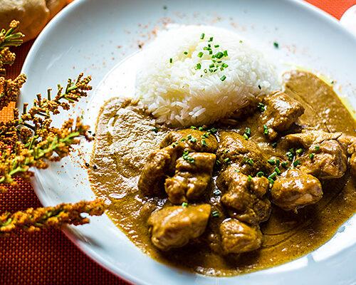 Pollo Garam Massala con arroz jazmín