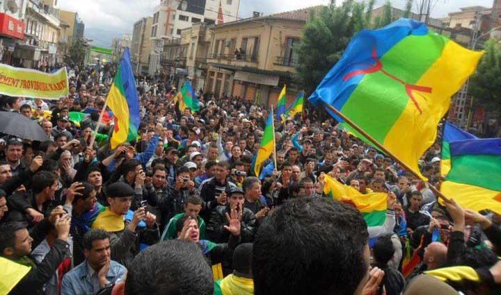"""الأمازيغ غاضبون من بنكيران بسبب """"الاستفراد"""" بمشروع قانون تفعيل الأمازيغية"""