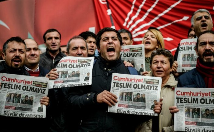 """تركيا: السلطات توقف رئيس مجلس إدارة صحيفة """"جمهورييت"""""""