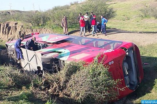 إصابة 22 شخصا بجروح متفاوتة في حادث انقلاب حافلة للنقل المزدوج بإقليم الصويرة