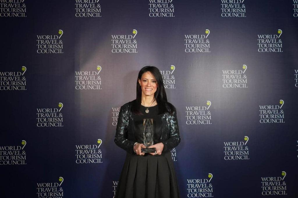 رانيا المشاط وزيرة السياحة تتسلم جائزة دولية