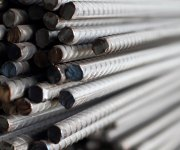 الحكومة تفرض «25 – 10%» رسومًا وقائية متناقصة على واردات حديد التسليح والبليت (مستند)