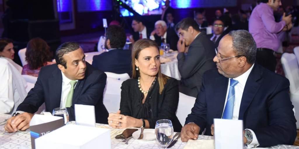 سحر نصر وزيرة الاستثمار مع المهندس جمهة مبارك سفير الإمارات