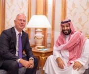 ولي العهد السعودي يقلد رئيس صندوق الاستثمار الروسي وشاح الملك عبد العزيز