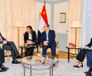 السيسى يلتقى نائب رئيس «مرسيدس» ويؤكد سعى مصر لتطوير صناعة السيارات