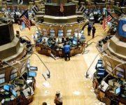 الأسهم الأمريكية تتراجع الجمعة تحت ضغط من مخاوف تفشى فيروس كورونا