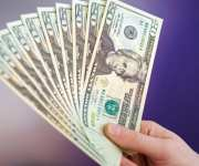 الدولار يرتفع الأربعاء مع عودة المخاوف بشأن جائحة كورونا