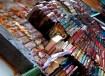 Fundos da livraria com os degraus de livros.