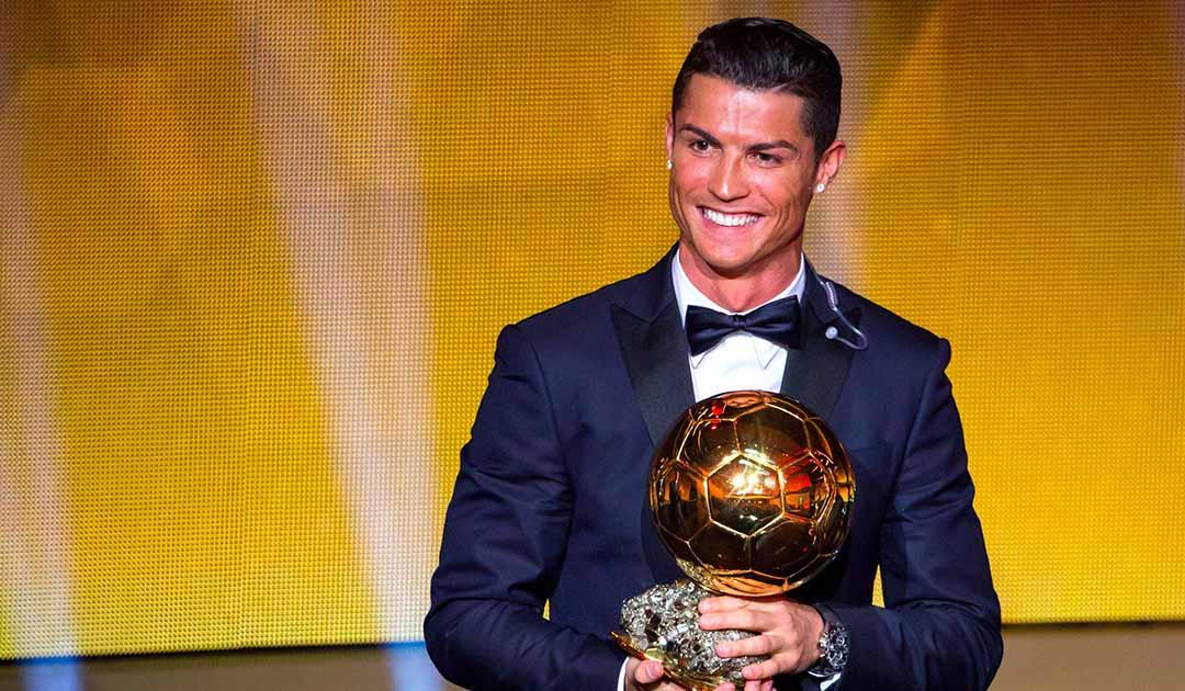 رونالدو يفوز بجائزة الكرة الذهبية للمرة الرابعة في مشواره