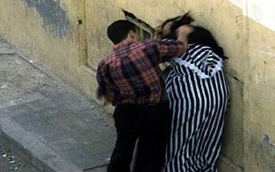 "فرار مهاجر مغربي بعد ضرب زوجته ب""وتد حديدي"""