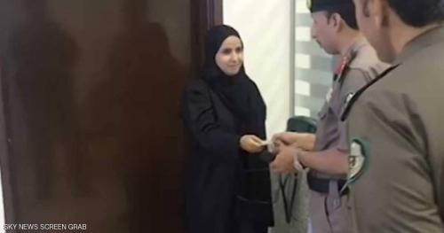 تعرف على أول سعودية تتسلم رخصة قيادة سيارة