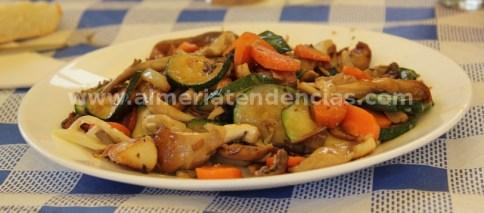 Verduras salteadas con setas en La María de Abrucena