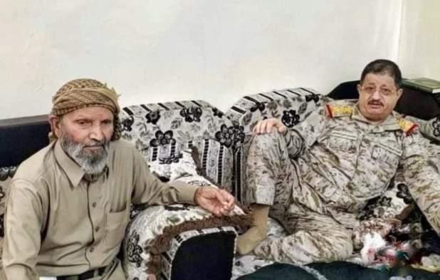 وزير الدفاع الفريق المقدشي يزور الشيخ حمد بن وهيط