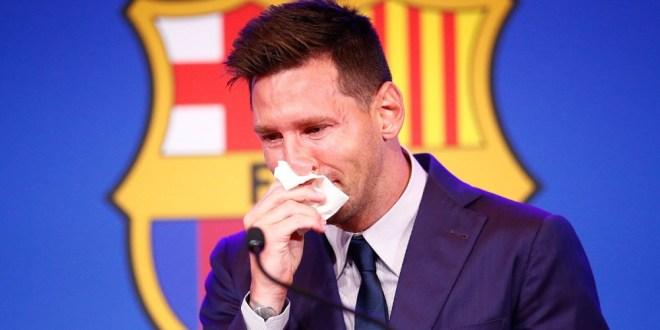 ميسي يبكي بحرقة خلال إعلانه مغادرة برشلونة