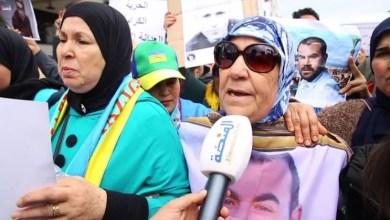 Photo of والدة الزفزافي: الدولة ظلمتنا ولن نتنازل عن حق أبنائنا (فيديو)
