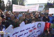 "Photo of ضحايا النظامين يحتجون أمام وزارة التعليم تنديدا بـ""استمرار إقصائهم من الترقية"""