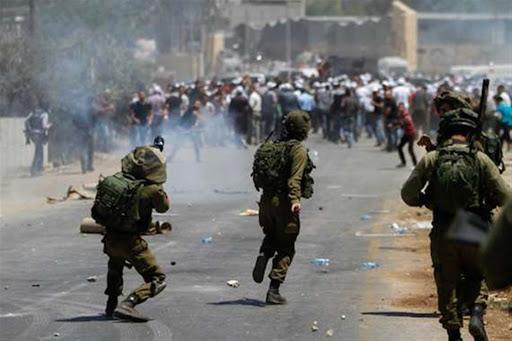 الهلال الأحمر الفلسطيني: إصابة 48 فلسطينيا بجروح وحالات اختناق إثر مواجهات مع الجيش الإسرائيلي