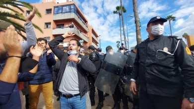 Photo of الأساتذة المتعاقدون يواصلون احتجاجاتهم وإضراباتهم والأمن يتدخل لمحاصرتهم