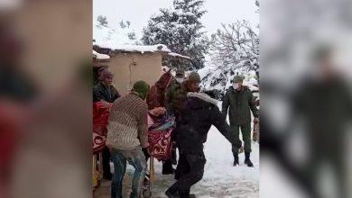 Photo of فيديو: إسعاف امرأة في أحد الداوير الجبلية بإقليم ميدلت في وضعية صحية حرجة