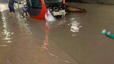 Photo of فضيحة البنية التحتية ..الأمطار تغرق مدينة الدار البيضاء ( فيديو)