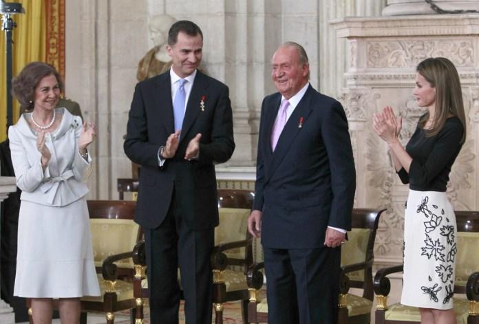 Resultado de imagen para Fotos en Confiencial del Don Juan Carlos en la ceremonia de retiro