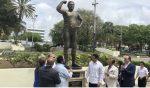 Develizan estatua Jack Veneno en el Parque Eugenio María de Hostos