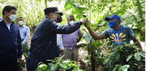 Presidente Medina observa proyectos desarrollo agroforestal en Elias Piña