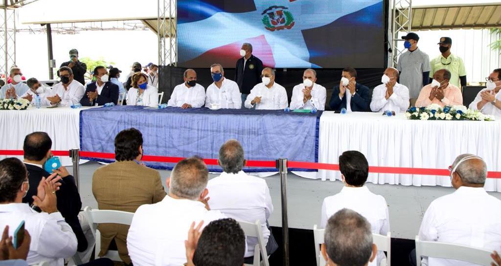 Abinader dice la salud RD cambiará; construirán hospital regional noroeste